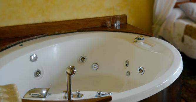Escapada romantica en Asturias con jacuzzi privado, en habitación